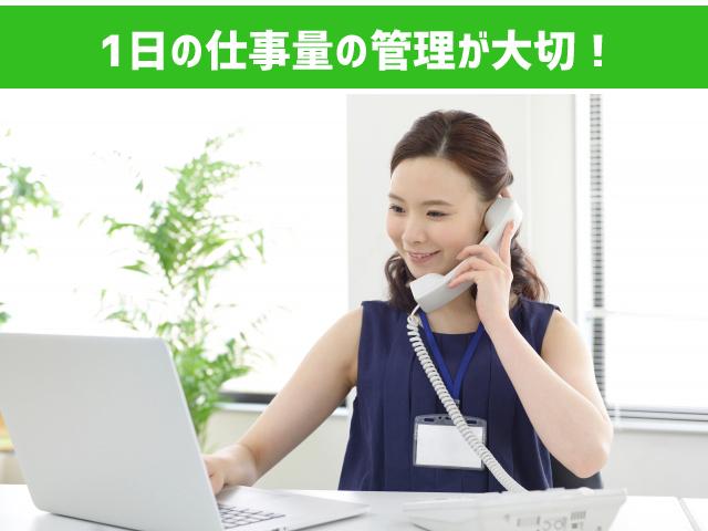 オフィスワークをする女性