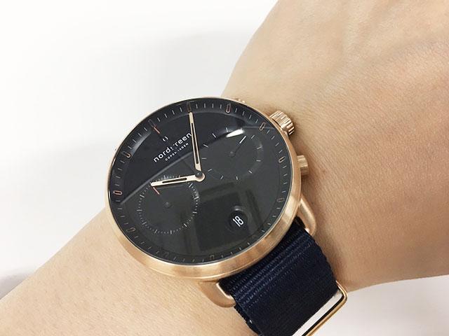 腕時計パイオニアを着用